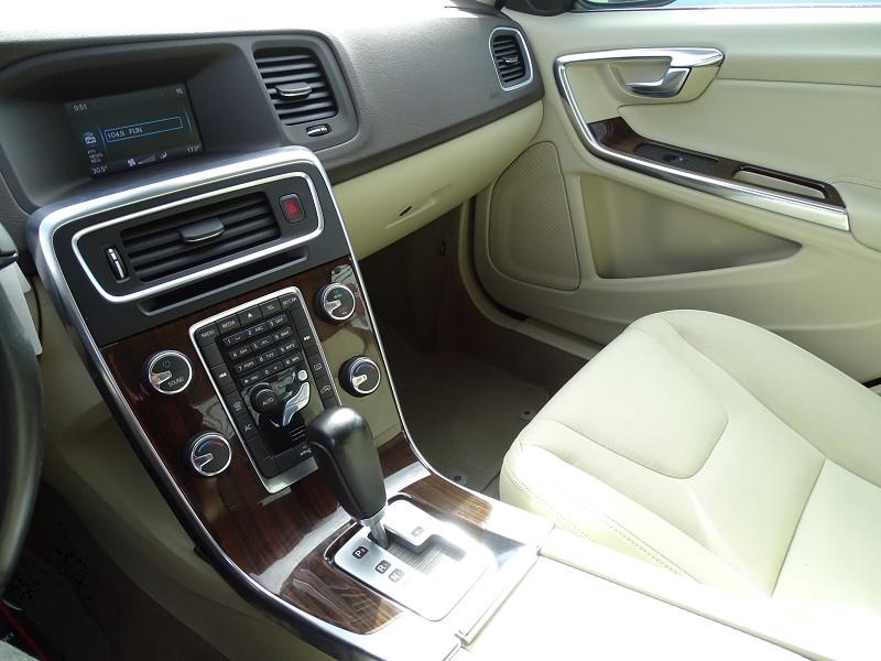 Photo 12 de l'offre de VOLVO S60 D2 115CH START&STOP MOMENTUM POWERSHIFT à 9690€ chez International Auto Auneau
