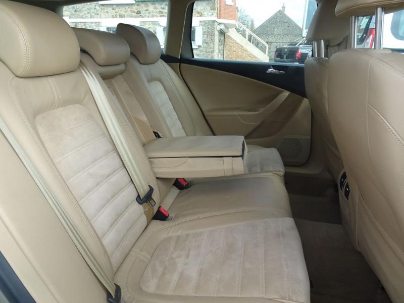 Photo 8 de l'offre de VOLKSWAGEN PASSAT SW 2.0 TDI 170CH DPF CARAT DSG6 à 7790€ chez International Auto Auneau