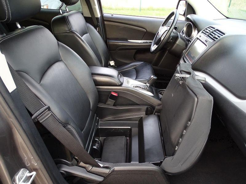 Photo 19 de l'offre de FIAT FREEMONT 2.0 MULTIJET 16V 170CH LOUNGE AWD BVA à 14990€ chez International Auto Auneau