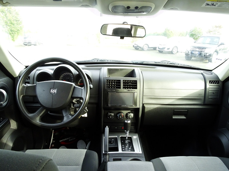 Photo 4 de l'offre de DODGE NITRO 2.8 CRD R/T 4X4 BAUTO à 11890€ chez International Auto Auneau