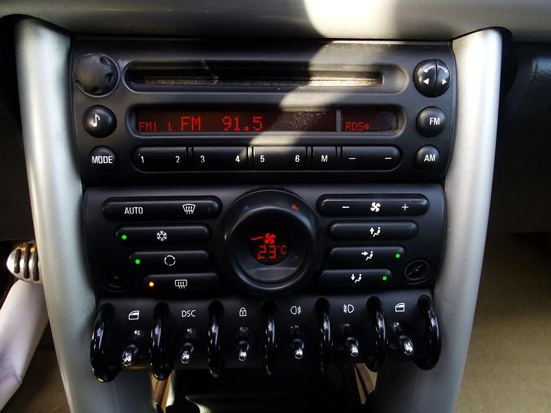 Photo 9 de l'offre de MINI CABRIO COOPER S 170CH SIDEWALK à 9890€ chez International Auto Auneau