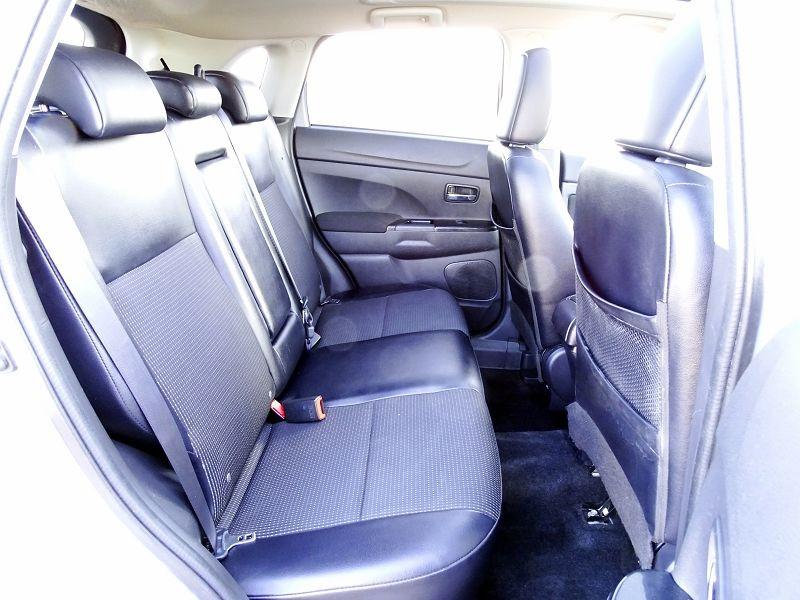 Photo 13 de l'offre de PEUGEOT 4008 1.8 HDI150 FAP STT 4WD à 12490€ chez International Auto Auneau