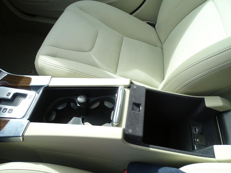 Photo 14 de l'offre de VOLVO S60 D2 115CH START&STOP MOMENTUM POWERSHIFT à 9690€ chez International Auto Auneau