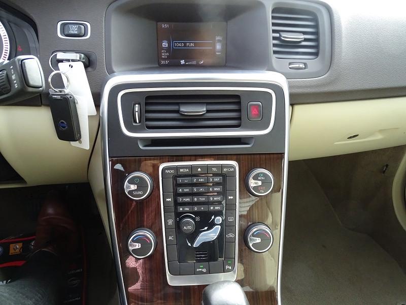 Photo 11 de l'offre de VOLVO S60 D2 115CH START&STOP MOMENTUM POWERSHIFT à 9690€ chez International Auto Auneau