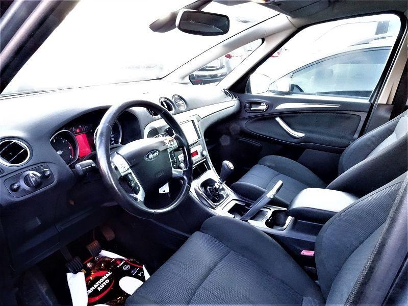 Photo 6 de l'offre de FORD S-MAX 2.0 TDCI 140CH TITANIUM à 6690€ chez International Auto Auneau