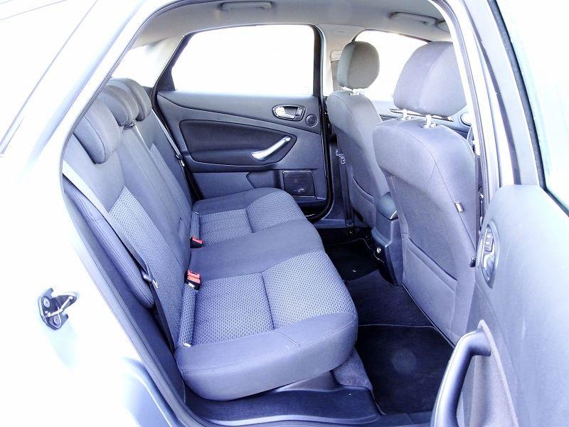 Photo 13 de l'offre de FORD MONDEO 1.8 TDCI 125CH GHIA 5P à 7190€ chez International Auto Auneau