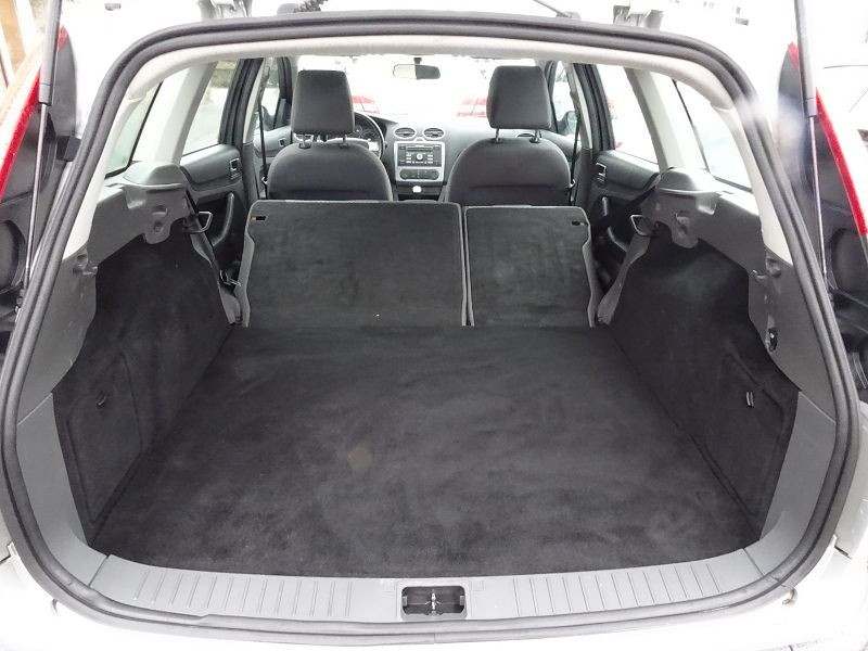 Photo 12 de l'offre de FORD FOCUS SW 1.6 TI-VCT 115CH TREND à 4790€ chez International Auto Auneau