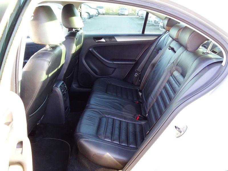 Photo 11 de l'offre de VOLKSWAGEN JETTA 2.0 TDI 140CH FAP CARAT à 8990€ chez International Auto Auneau