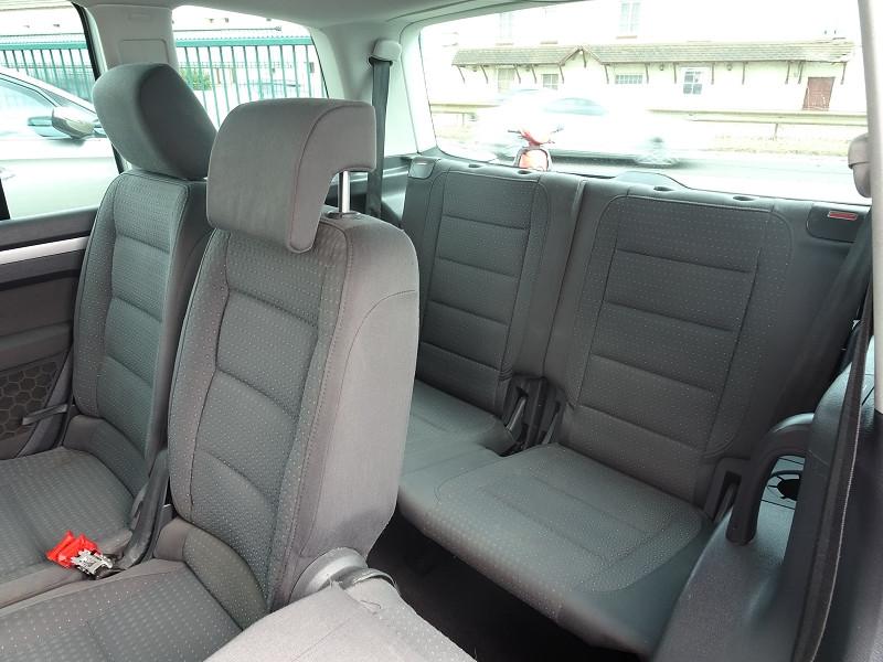 Photo 9 de l'offre de VOLKSWAGEN TOURAN 1.6 FSI 115CH CONFORT 7 PLACES à 5790€ chez International Auto Auneau