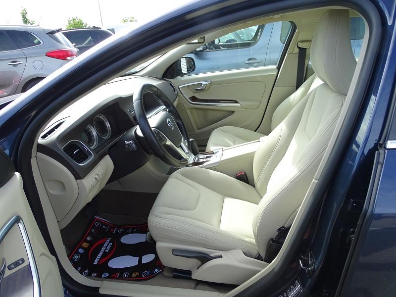 Photo 3 de l'offre de VOLVO S60 D2 115CH START&STOP MOMENTUM POWERSHIFT à 9690€ chez International Auto Auneau