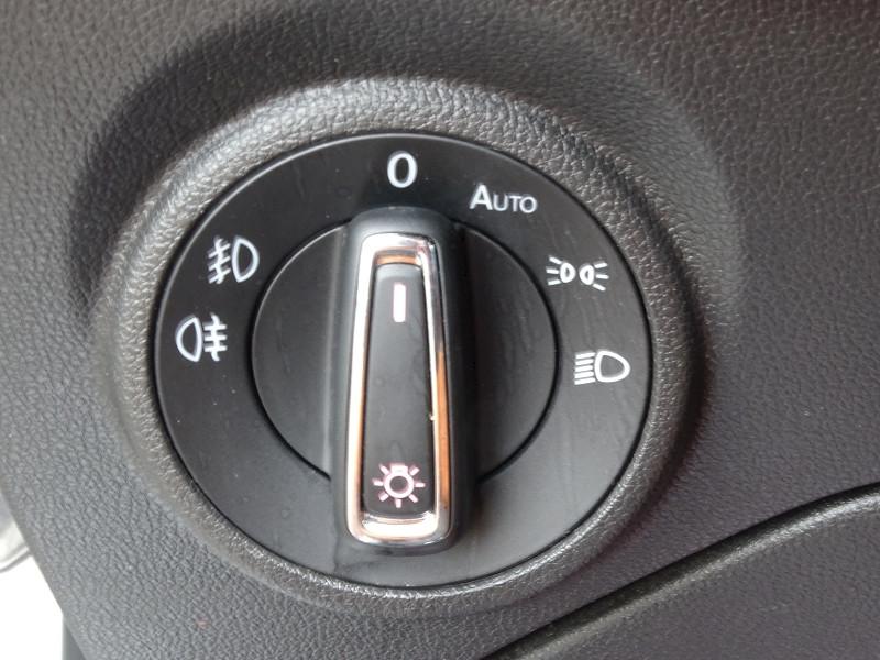 Photo 7 de l'offre de SEAT LEON ST 1.6 TDI 115CH FAP STYLE à 10990€ chez International Auto Auneau