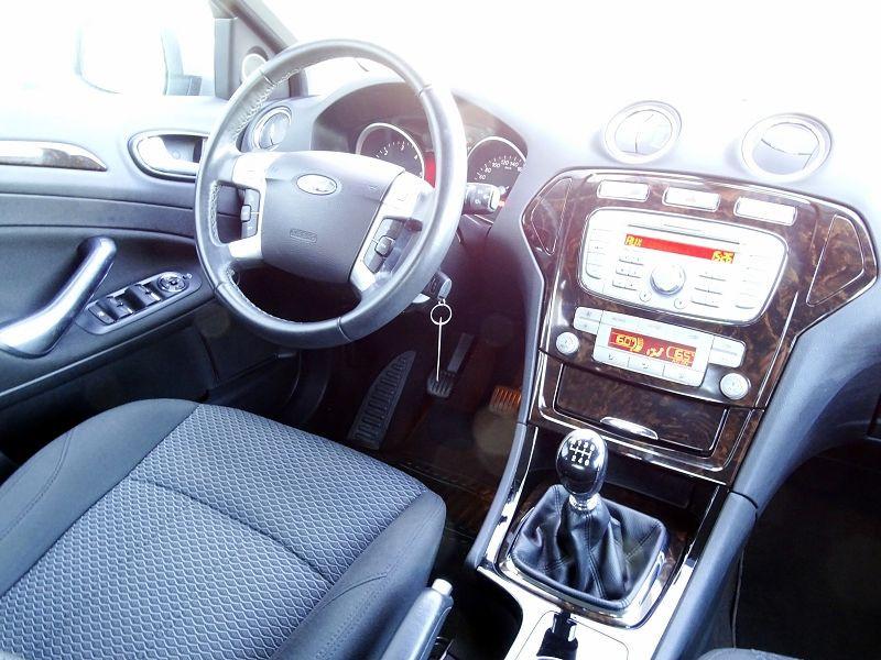 Photo 12 de l'offre de FORD MONDEO 1.8 TDCI 125CH GHIA 5P à 7190€ chez International Auto Auneau