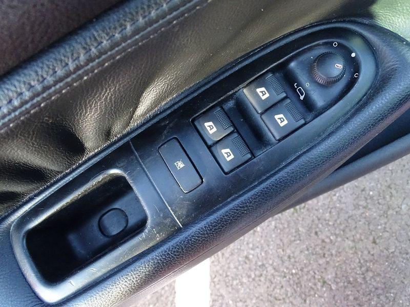 Photo 19 de l'offre de PEUGEOT 607 2.0 HDI136 FELINE FAP à 6790€ chez International Auto Auneau