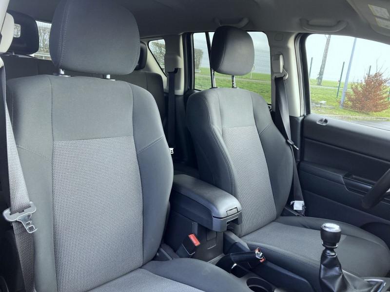 Photo 10 de l'offre de JEEP COMPASS 2.2 CRD 163 FAP SPORT 4X4 à 9890€ chez International Auto Auneau