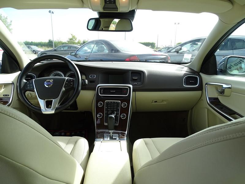 Photo 4 de l'offre de VOLVO S60 D2 115CH START&STOP MOMENTUM POWERSHIFT à 9690€ chez International Auto Auneau