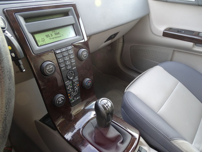 Photo 7 de l'offre de VOLVO V50 1.6 D 110CH MOMENTUM à 5390€ chez International Auto Auneau