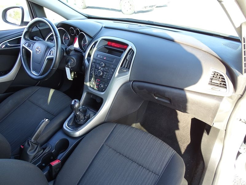 Photo 14 de l'offre de OPEL ASTRA 1.7 CDTI110 FAP BLACK & WHITE à 7890€ chez International Auto Auneau