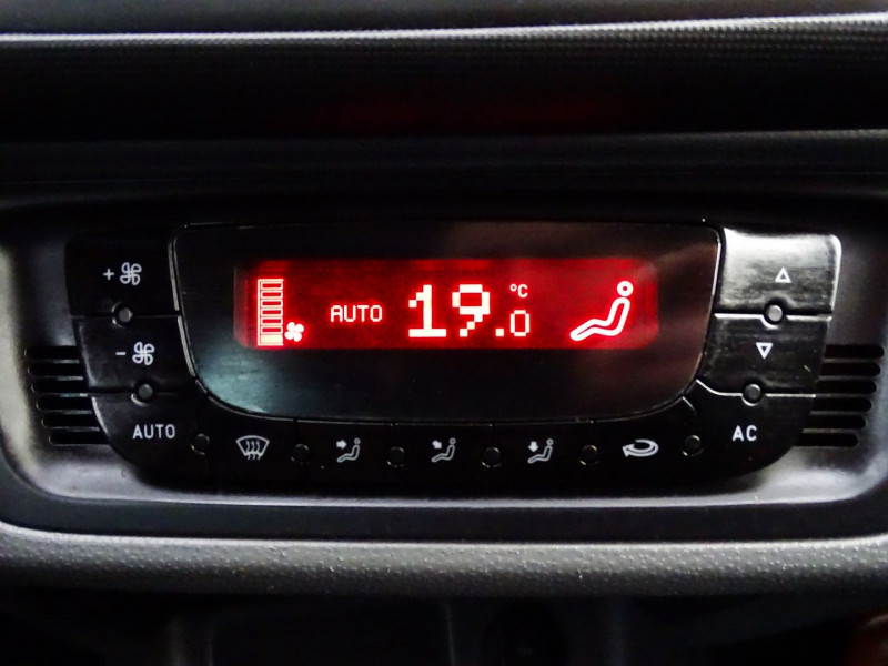 Photo 18 de l'offre de SEAT IBIZA 1.6 TDI90 FAP STYLE 5P à 6790€ chez International Auto Auneau