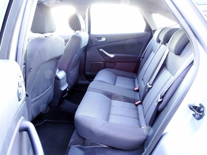 Photo 10 de l'offre de FORD MONDEO 1.8 TDCI 125CH GHIA 5P à 7190€ chez International Auto Auneau