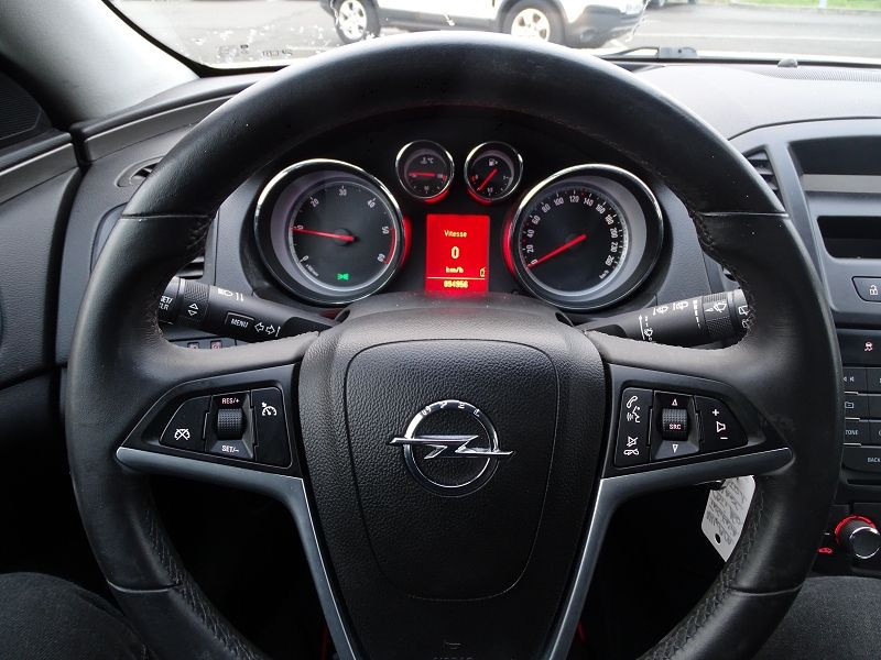 Photo 9 de l'offre de OPEL INSIGNIA 2.0 CDTI160 FAP COSMO 5P à 9490€ chez International Auto Auneau