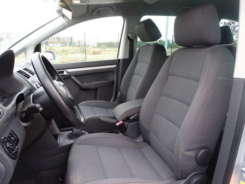 Photo 4 de l'offre de VOLKSWAGEN TOURAN 1.6 FSI 115CH CONFORT 7 PLACES à 5790€ chez International Auto Auneau
