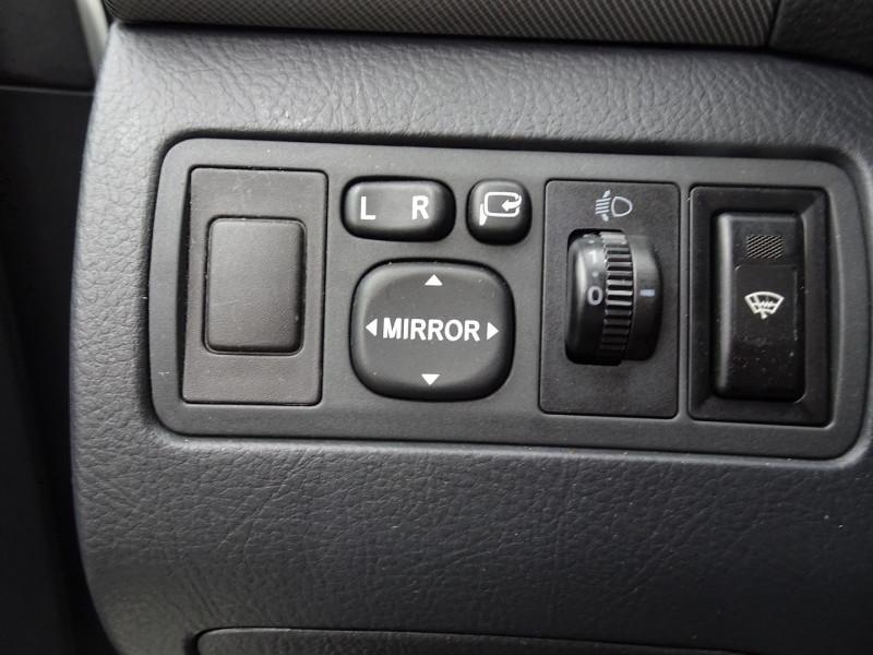 Photo 10 de l'offre de TOYOTA AVENSIS 126 D-4D TECHNO PACK 5P à 5890€ chez International Auto Auneau