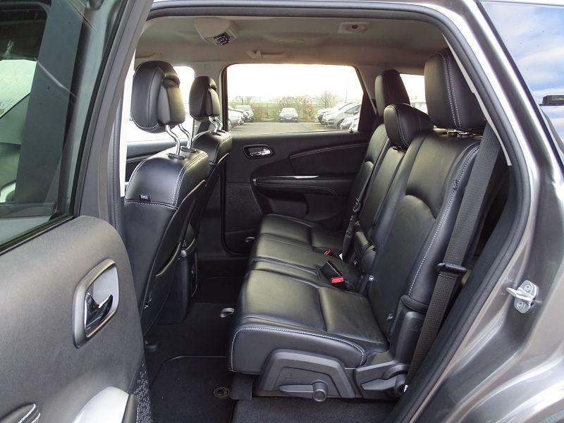 Photo 9 de l'offre de FIAT FREEMONT 2.0 MULTIJET 16V 170CH LOUNGE AWD BVA à 14990€ chez International Auto Auneau