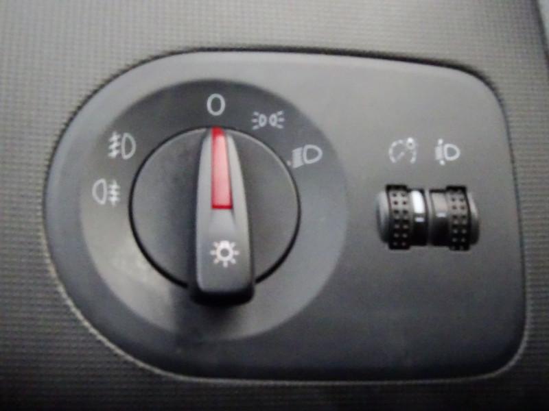 Photo 20 de l'offre de SEAT IBIZA 1.6 TDI90 FAP STYLE 5P à 6790€ chez International Auto Auneau