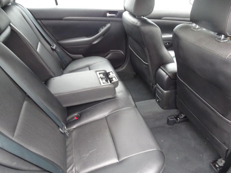 Photo 5 de l'offre de TOYOTA AVENSIS 126 D-4D TECHNO PACK 5P à 5890€ chez International Auto Auneau