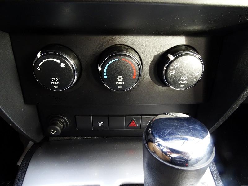Photo 8 de l'offre de DODGE NITRO 2.8 CRD R/T 4X4 BAUTO à 11890€ chez International Auto Auneau