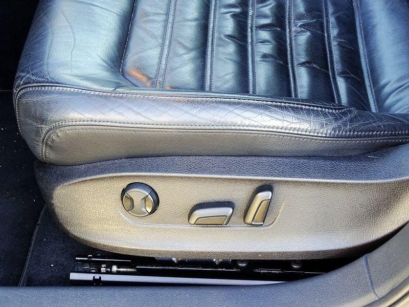 Photo 6 de l'offre de VOLKSWAGEN JETTA 2.0 TDI 140CH FAP CARAT à 8990€ chez International Auto Auneau
