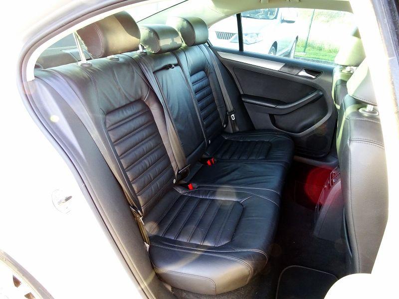 Photo 16 de l'offre de VOLKSWAGEN JETTA 2.0 TDI 140CH FAP CARAT à 8990€ chez International Auto Auneau