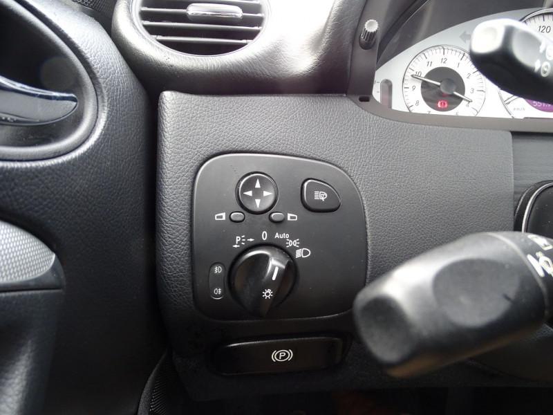 Photo 5 de l'offre de MERCEDES-BENZ CLASSE CLK (C209) 320 CDI AVANTGARDE 7GTRO à 9890€ chez International Auto Auneau