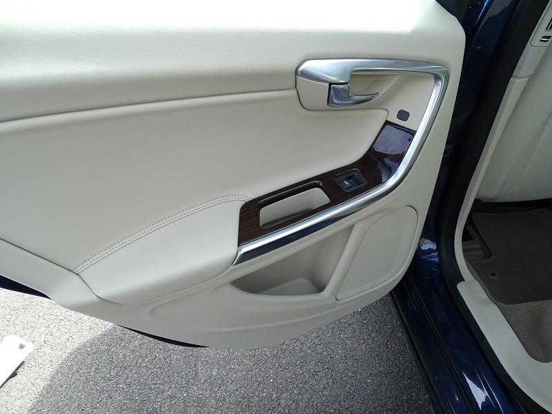 Photo 15 de l'offre de VOLVO S60 D2 115CH START&STOP MOMENTUM POWERSHIFT à 9690€ chez International Auto Auneau