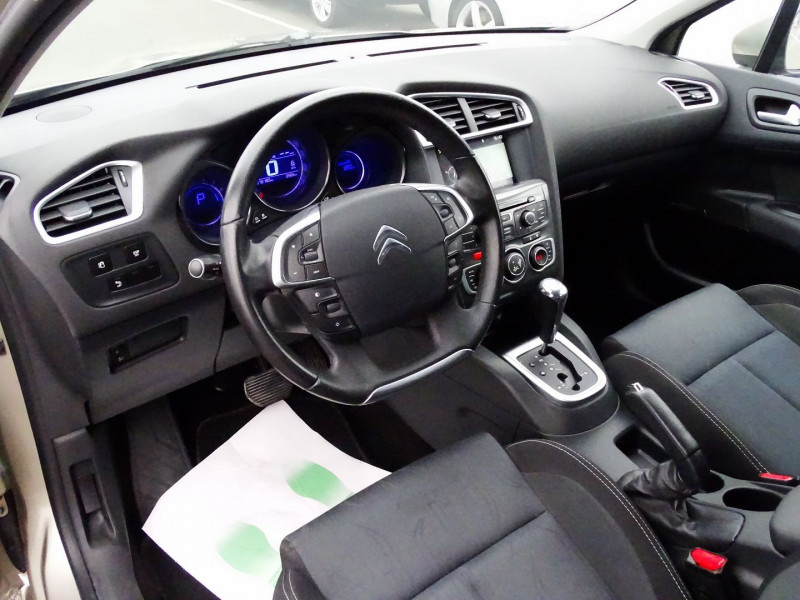 Photo 7 de l'offre de CITROEN C4 1.6 VTI 120CH CONFORT BVA à 9890€ chez International Auto Auneau