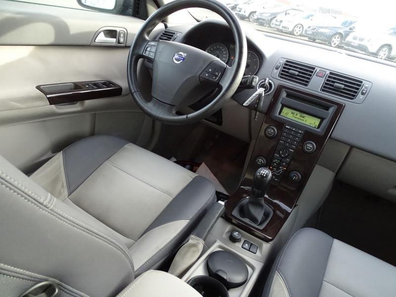 Photo 10 de l'offre de VOLVO V50 1.6 D 110CH MOMENTUM à 5390€ chez International Auto Auneau