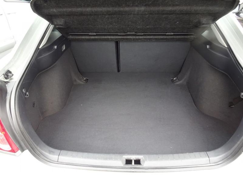 Photo 7 de l'offre de TOYOTA AVENSIS 126 D-4D TECHNO PACK 5P à 5890€ chez International Auto Auneau