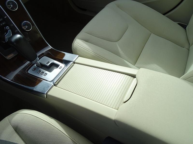 Photo 16 de l'offre de VOLVO S60 D2 115CH START&STOP MOMENTUM POWERSHIFT à 9690€ chez International Auto Auneau