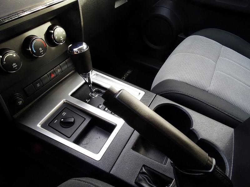Photo 7 de l'offre de DODGE NITRO 2.8 CRD R/T 4X4 BAUTO à 11890€ chez International Auto Auneau