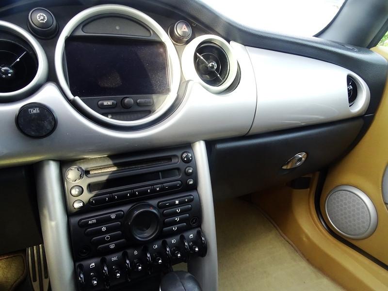 Photo 8 de l'offre de MINI CABRIO COOPER S 170CH SIDEWALK à 9890€ chez International Auto Auneau