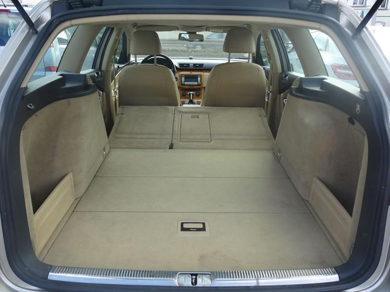 Photo 10 de l'offre de VOLKSWAGEN PASSAT SW 2.0 TDI 170CH DPF CARAT DSG6 à 7790€ chez International Auto Auneau