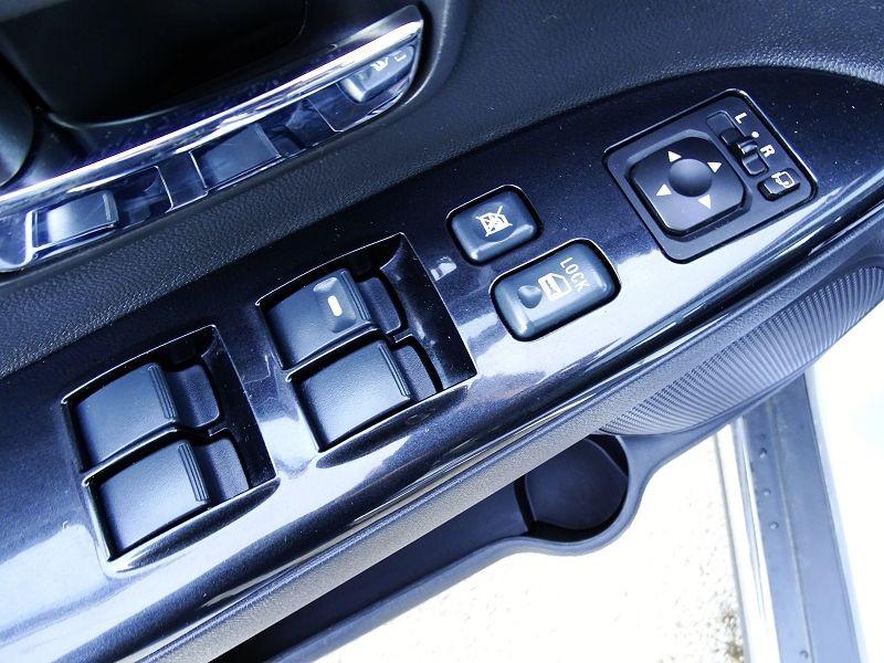 Photo 3 de l'offre de PEUGEOT 4008 1.8 HDI150 FAP STT 4WD à 12490€ chez International Auto Auneau