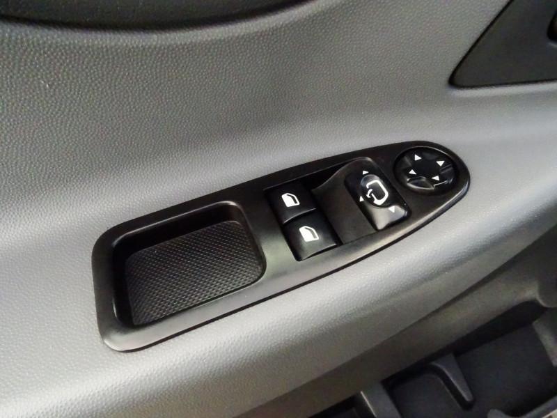 Photo 20 de l'offre de FIAT SCUDO PANORAMA CH1 1.6 MULTIJET 16V 8/9 PLACES à 11990€ chez International Auto Auneau
