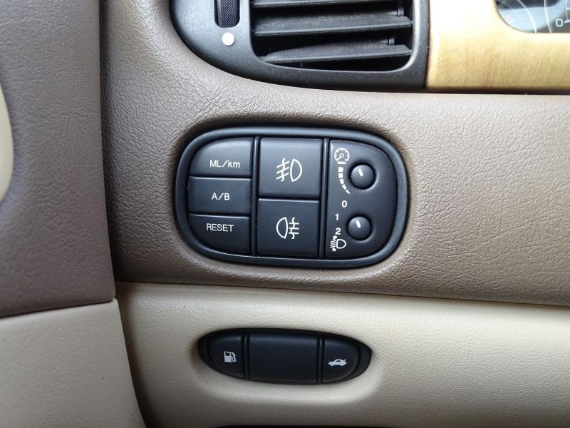 Photo 6 de l'offre de JAGUAR S-TYPE 2.7D BI-TURBO CLASSIQUE BA à 7890€ chez International Auto Auneau