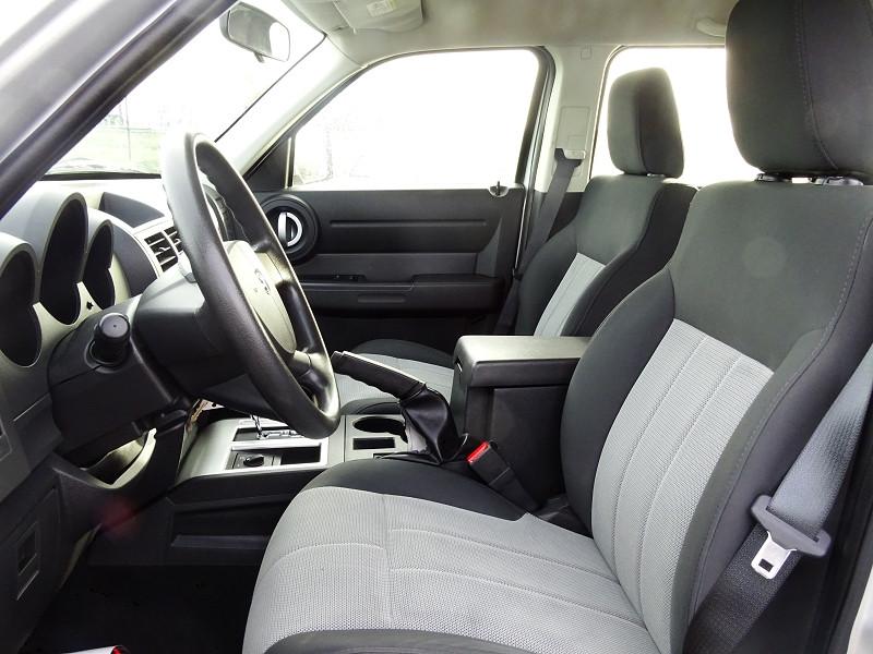 Photo 3 de l'offre de DODGE NITRO 2.8 CRD R/T 4X4 BAUTO à 11890€ chez International Auto Auneau