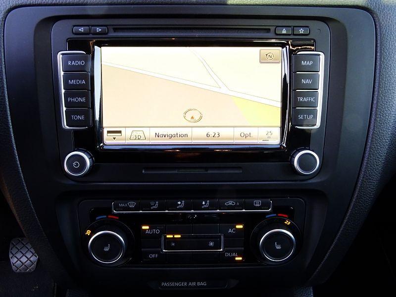 Photo 9 de l'offre de VOLKSWAGEN JETTA 2.0 TDI 140CH FAP CARAT à 8990€ chez International Auto Auneau