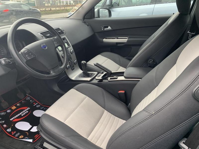 Photo 3 de l'offre de VOLVO C30 1.6 D 110CH DRIVE KINETIC à 8490€ chez International Auto Auneau