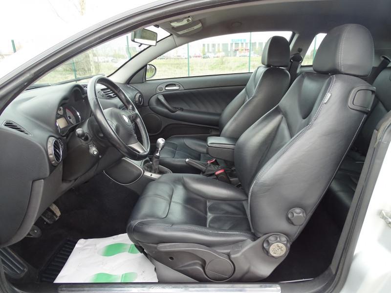 Photo 3 de l'offre de ALFA ROMEO GT 1.9 JTD150 MULTIJET SELECTIVE à 7790€ chez International Auto Auneau