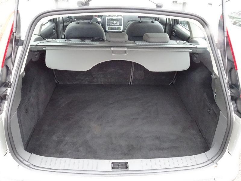Photo 13 de l'offre de FORD FOCUS SW 1.6 TI-VCT 115CH TREND à 4790€ chez International Auto Auneau