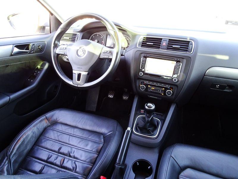 Photo 13 de l'offre de VOLKSWAGEN JETTA 2.0 TDI 140CH FAP CARAT à 8990€ chez International Auto Auneau